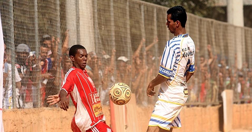 Equipe do Jardim São Carlos (de branco) perdeu a invencibilidade ao ser derrotado pelo Noroeste por 2 a 0