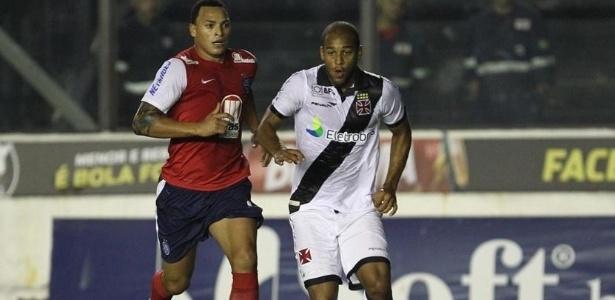 Fellipe Bastos é perseguido pela marcação do Bahia