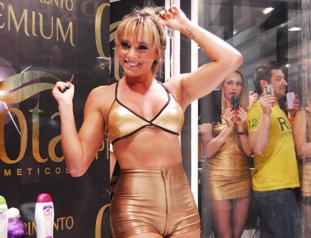 Juju Salimeni participa de evento na Beauty Fair em São Paulo (9/9/12)