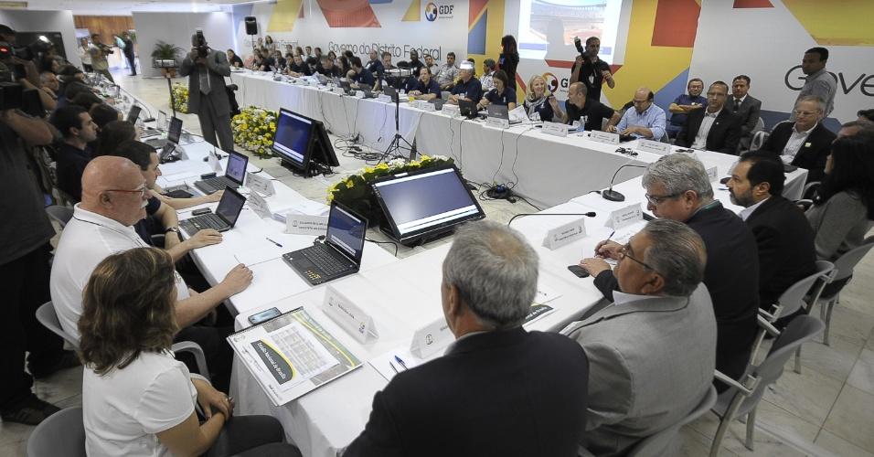 Membros da Fifa e do COL (Comitê Organizador Local) estão confiantes que o Mané Garrincha estará pronto para a Copa das Confederações no próximo ano