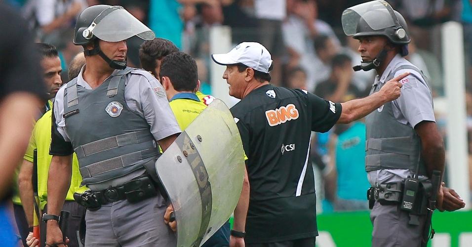 Muricy Ramalho deixou gramado no 1º tempo reclamando com a arbitragem