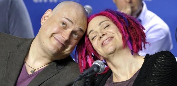 """Os diretores Andy e Lana Wachowski dão entrevistas em evento do filme """"Cloud Atlas"""" no Festival de Toronto (9/9/12) - Mike Cassese/Reuters"""