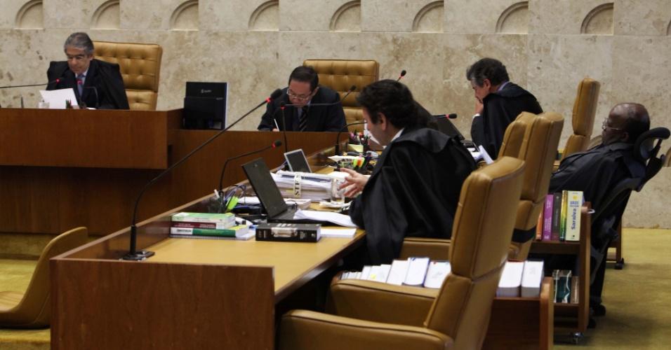 10.set.2012 - Ministros acompanham, no plenário do Supremo Tribunal Federal (STF), a 20ª sessão do julgamento do mensalão, nesta segunda-feira (10)