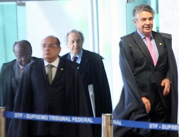 10.set.2012 - Ministros chegam ao plenário do Supremo Tribunal Federal (STF) para acompanhar sessão do 21ª dia de julgamento do mensalão, nesta segunda-feira (10)