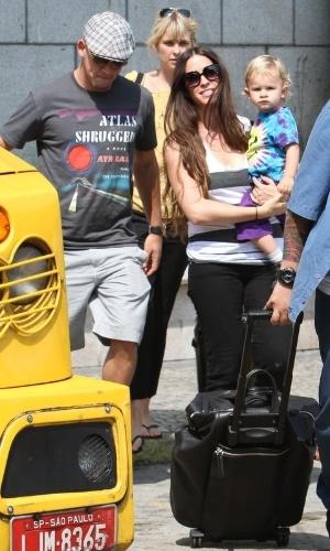 Alanis Morissette desembarca no Rio de Janeiro na tarde desta segunda-feira (10/9/12)