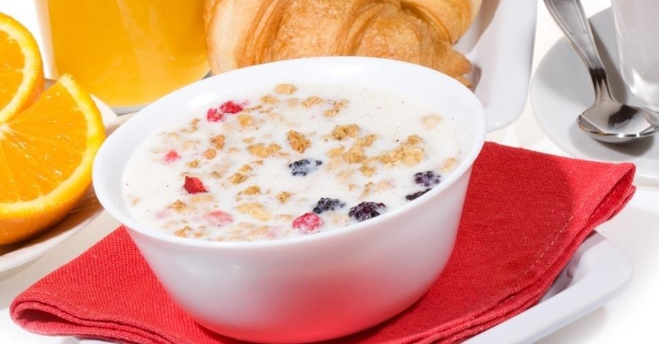 Café da manhã, pão, cereal, croissant, suco de laranja, café