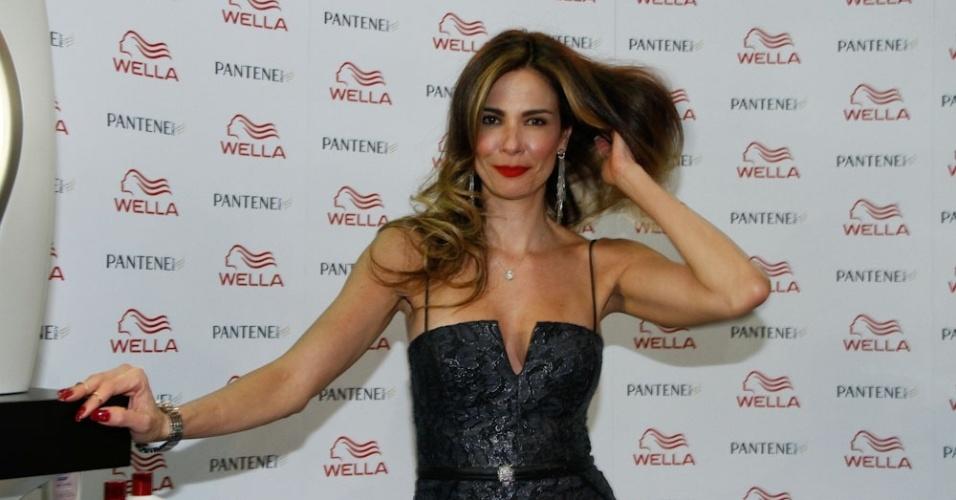 Luciana Gimenez  prestigiou o terceiro dia da Beauty Fair, em São Paulo (10/9/12)