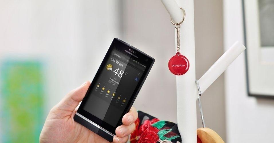 O Sony Xperia S tem câmera de 12 megapixels, tela de 4,3 polegadas, pesa 144 gramas, processador Dual Core de 1,5 GHz e 1 GB de memória RAM. Aparelho tem ótimo design e faz boas fotos, mas a gravação de vídeo em HD apresenta conteúdo pixelado e o touchscreen poderia ser melhor