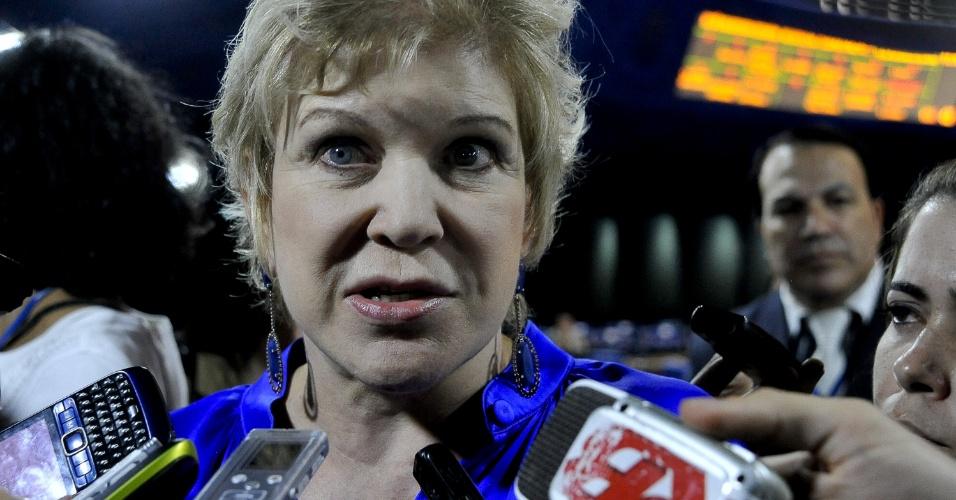 11.set.2012 - A senadora Marta Suplicy fala com jornalistas, em Brasília, nesta terça-feira. A ex-prefeita de São Paulo  assumirá o Ministério da Cultura, após a saída de Ana de Hollanda