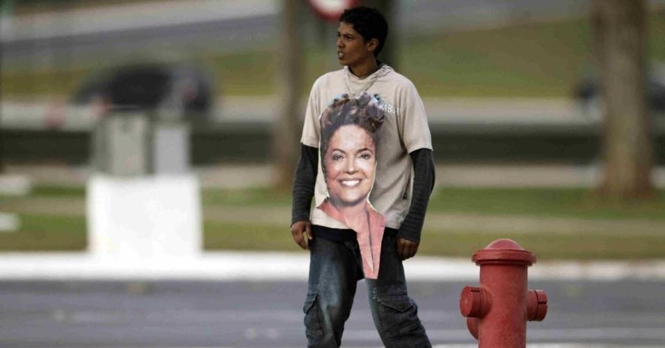 11.set.2012 - Edmeire Celestino da Silva, 29, momentos antes de tentar invadir o  Palácio do Planalto, em Brasília, para pedir a presidente Dilma em casamento