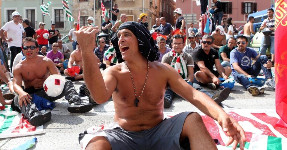 11.set.2012 - Grupo de trabalhadores da fábrica da Alcoa protestam em Cagliari, na Itália