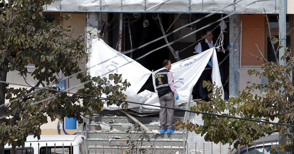 11.set.2012 - Pelo menos uma pessoa morreu e outras oito ficaram feridas nesta terça-feira (11) em um atentado suicida em frente a uma delegacia de Istambul, maior cidade da Turquia. A explosão aconteceu no bairro de Sultangazi, na periferia norte de Istambul
