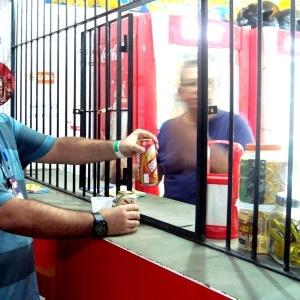 Comercialização de latas de cerveja em um bar dentro do Arruda, durante goleada do Brasil sobre a China
