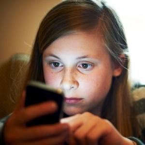 Com proliferação de smartphones, pais sabem pouco o que passa na vida virtual dos filhos - Getty Images