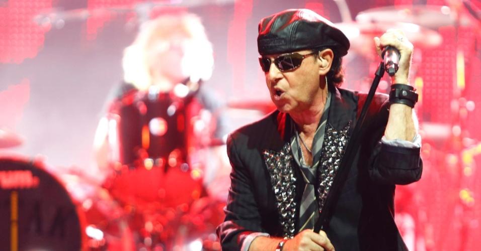O vocalista Klaus Meine se apresenta no show do Scorpions em Belo Horizonte (11/9/12)