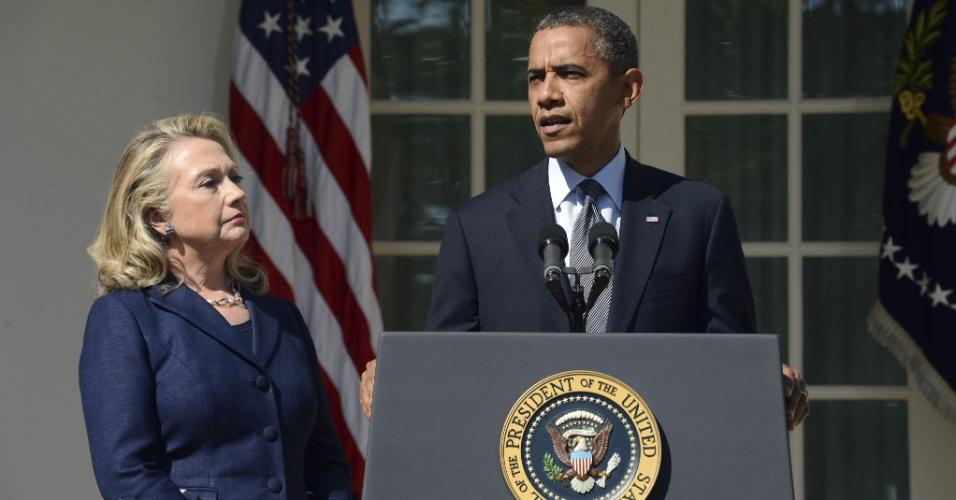 """12.set.2012 - Em um pronunciamento nesta quarta-feira (12), em Washington, o presidente dos Estados Unidos Barack Obama voltou a condenar o ataque """"ultrajante"""" à embaixada americana em Benghazi, na Líbia, afirmando que """"a justiça será feita"""". Ao lado dele estava a secretária de Estado, Hillary Clinton"""