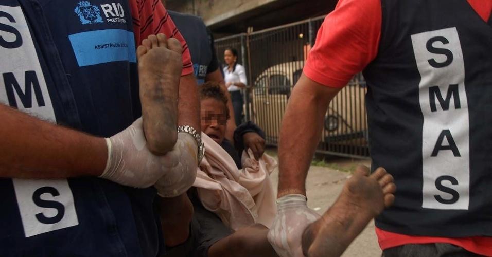 12.set.2012 - A Secretaria Municipal de Assistência Social (SMAS), em conjunto com as polícias Civil e Militar, fez mais uma operação de combate ao crack, na manhã desta quarta-feira (12), no Jacarezinho, zona norte do Rio