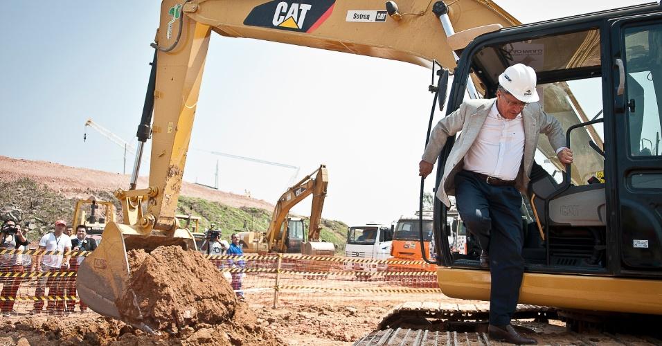 12.set.2012 - O governador de São Paulo, Geraldo Alckmin, faz visita às obras viárias que serão feitas no entorno do Itaquerão, o futuro estádio do Corinthians e que receberá o jogo de abertura da Copa do Mundo de 2014.