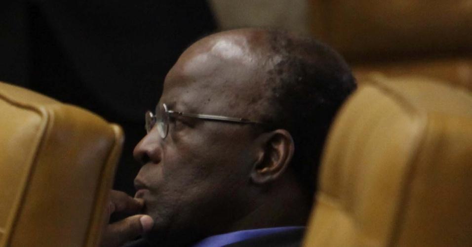 12.set.2012 -  O ministro Joaquim Barbosa, relator do processo do mensalão, participa do julgamento do caso, no Supremo Tribunal Federal, em Brasília