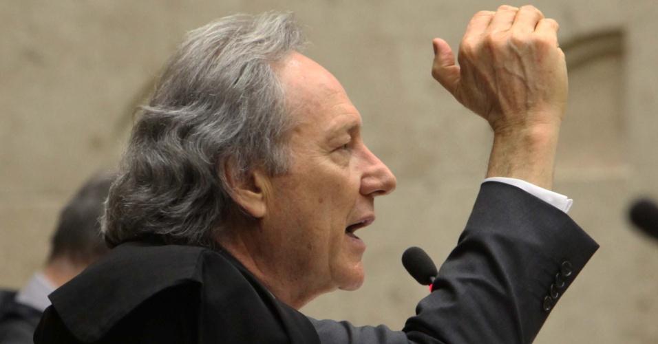 12.set.2012 - O ministro-revisor do processo do mensalão, Ricardo Lewandowski,  votou pela condenação de Kátia Rabello, ex-presidente do Banco Rural, e José Roberto Salgado, ex-vice-presidente operacional do banco