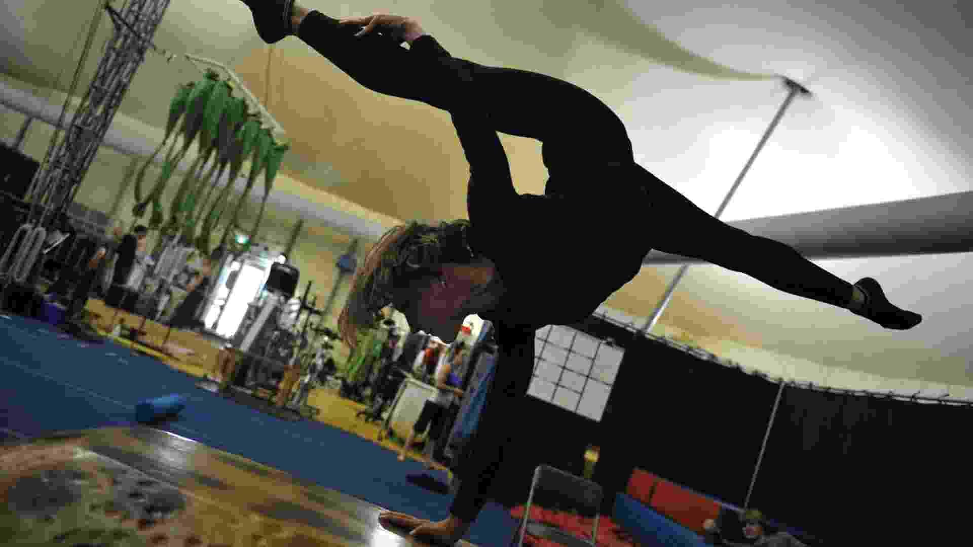 """Bailarinos do Cirque du Soleil ensaiam """"Ovo"""" para a apresentação na Austrália (11/9/12) - Romeo Gacad/AFP"""