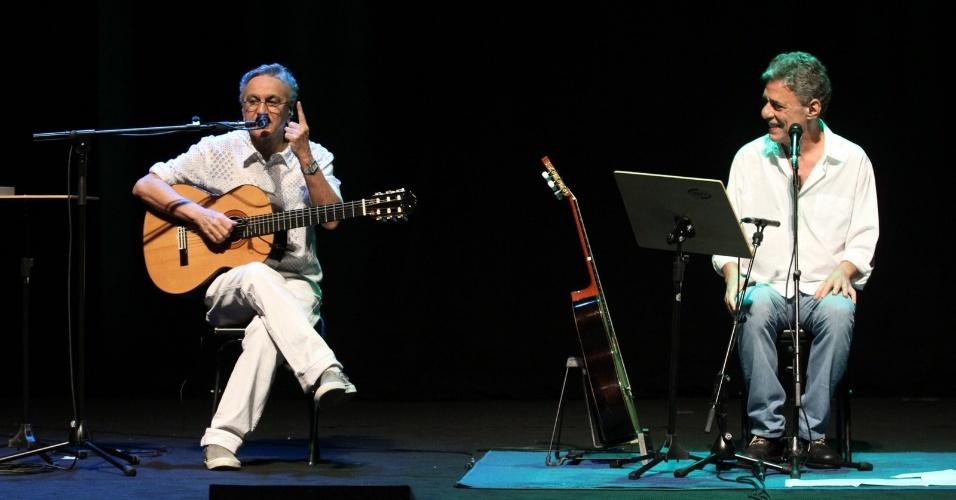 """Caetano Veloso e Chico Buarque se apresentam no show """"Primavera Carioca"""", no Rio de Janeiro (11/9/12)"""