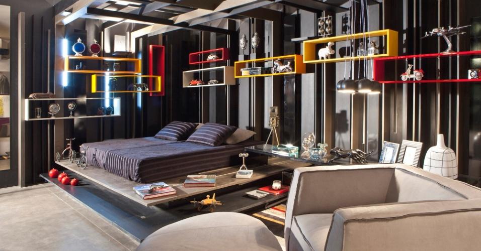 Casa Cor MT - 2012: o Quarto do Rapaz, projetado pela arquiteta Andréa Facchin Bidoia, usa um conceito fragmentário que brinca com o relevo junto às paredes e forro