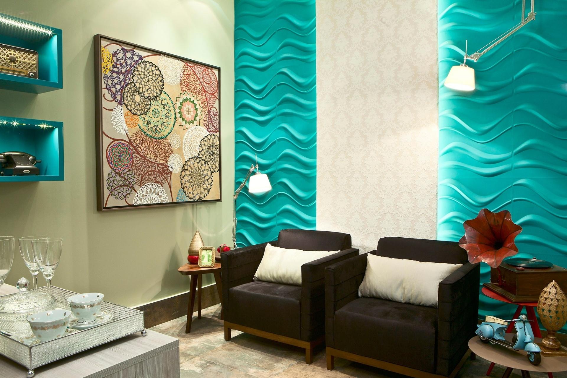 Casa Cor MT - 2012: na Sala da Melhor Idade, criada pela arquiteta e designer Débora Silva, o revestimento 3D Board (em ondas) é combinado ao padrão rendado