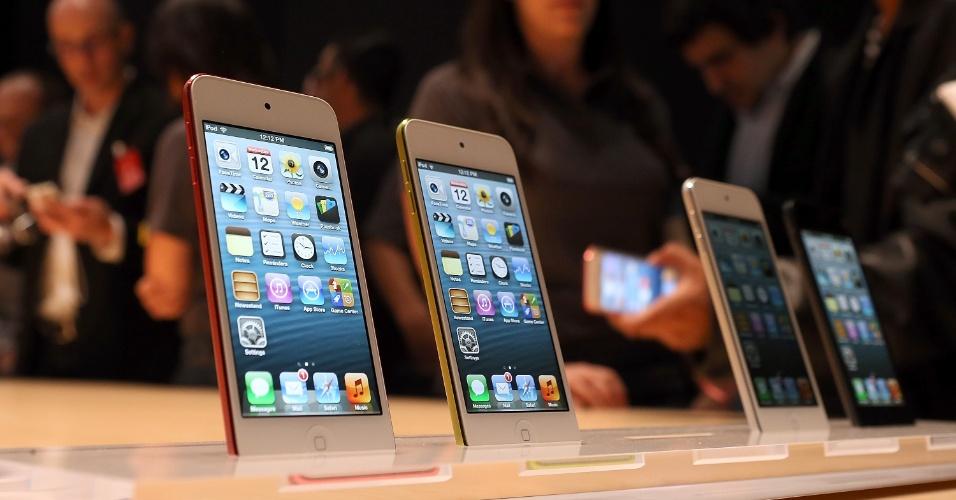 O iPod touch passou a ter 6,1 milímetros de espessura e pesar 88 gramas. A tela acompanha a do iPhone 5 (4 polegadas) e o processador do tocador multimídia da Apple é o A5, tornando-o sete vezes mais rápido que a versão anterior. Pela primeira vez o iPod touch suportará a assistente pessoal Siri. No Brasil, o novo iPod touch custará a partir de R$ 1.279, de acordo com o site da loja da Apple.