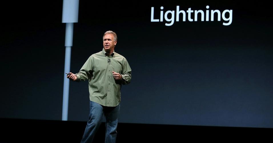 O vice-presidente de marketing de produto da Apple, Phil Schiller, explica as novidades do iPhone 5