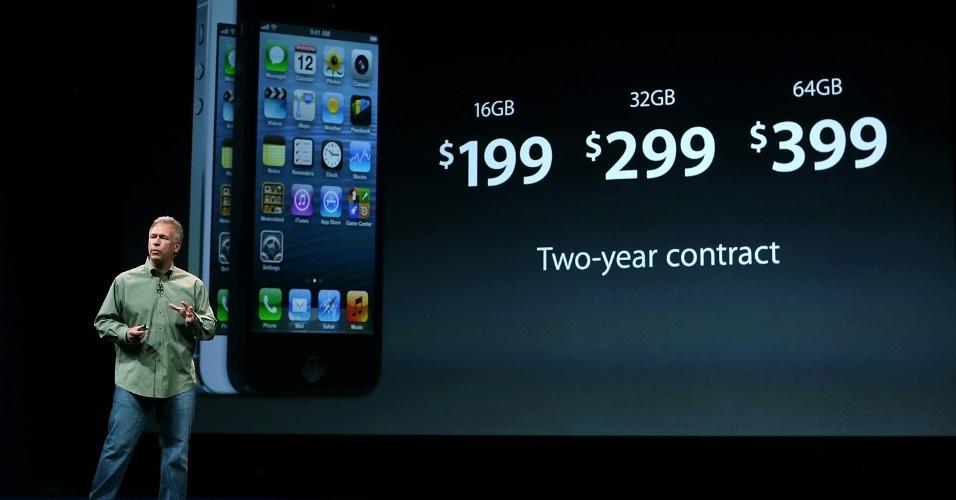 O vice-presidente de marketing de produto da Apple, Phil Schiller, explica os preços do iPhone 5, atrelado aos planos das operadoras de telefonia americanas