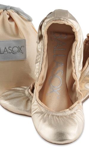 Sapatilha dobrável dourada; da Ballasox (www.lojaballasox.com.br), por R$ 119,90 (o par). Disponibilidade e preço sujeitos a alterações. Pesquisa realizada em setembro de 2012