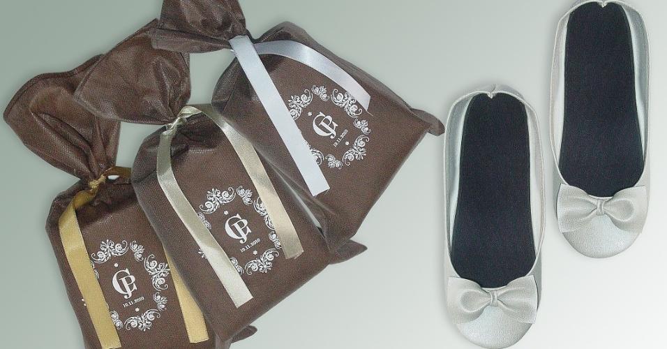 Sapatilha dobrável prateada; da Barefoot (www.barefoot.tanlup.com), a partir de R$ 12,90 (o par). Disponibilidade e preço sujeitos a alterações. Pesquisa realizada em setembro de 2012