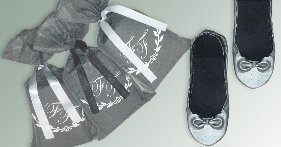 Sapatilha dobrável grafite; da Barefoot (www.barefoot.tanlup.com), a partir de R$ 12,90 (o par). Disponibilidade e preço sujeitos a alterações. Pesquisa realizada em setembro de 2012