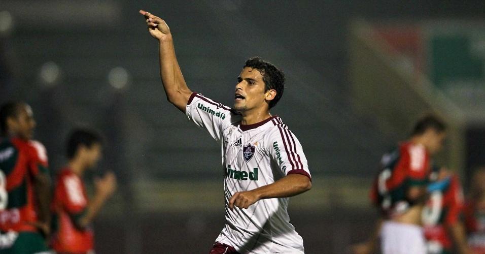 Volante Jean comemora após marcar o primeiro gol do Fluminense na partida contra a Portuguesa