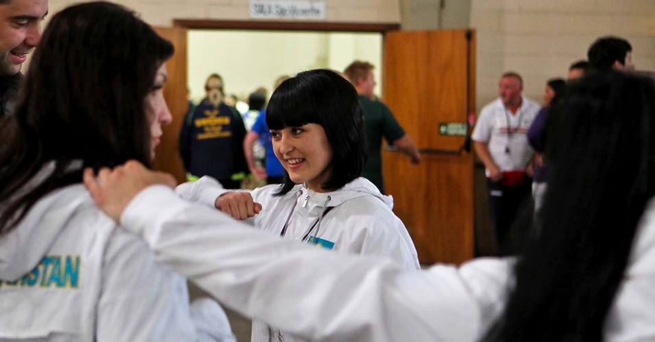 Atletas do Cazaquistão se preparam para competir no Mundial de Luta de Braço em São Vicente