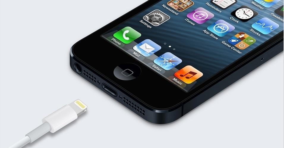 Confirmando rumores pré-evento, a Apple apresentou um novo conector para o iPhone 5, que é 80% menor comparado ao anterior. A companhia vai vender adaptadores no próprio site da Apple que permitem ligar o novo iPhone ao conector antigo de 30 pinos.