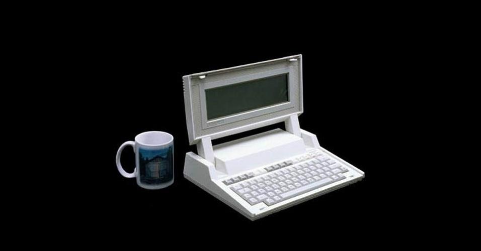 Em 1984, a fabricante lançou seu primeiro laptop, o HP-110. Vendido por US$ 2.995, o HP-110 tinha processador de 5 Mhz e memória RAM de 272 kB -- na época a maior disponível no mercado de portáteis. O laptop rodava MS-DOS e pesava cerca de 4 kg, segundo o site Old Computers