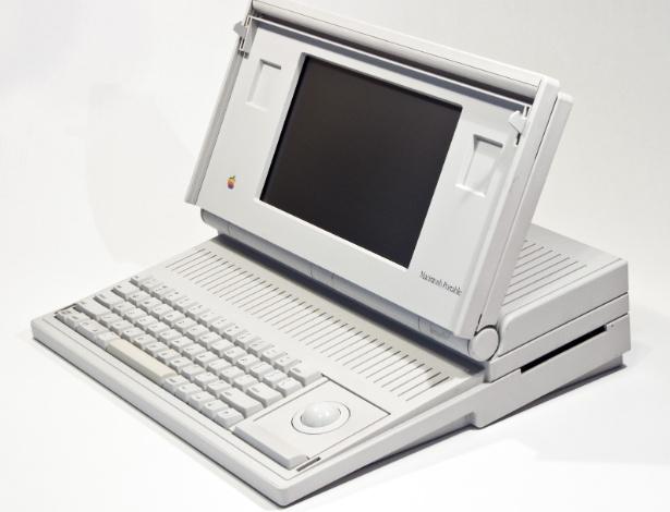 Em 1989, a Apple lançou seu primeiro computador portátil, o Macintosh Portable. Mas apesar do ''portátil'' no nome, o laptop pesava cerca de 7,2 kg (quase 1 kg eram só de baterias). O Macintosh Portable trazia um processador de 16 Mhz, com memória RAM de 1MB. Além do teclado, o dispositivo trazia uma trackball para substituir o mouse. Na época, era vendido por US$ 7.300, segundo o site Old Computers. Agora, em sites de leilões, ofertas são mais modestas: US$ 279 (cerca de R$ 565)