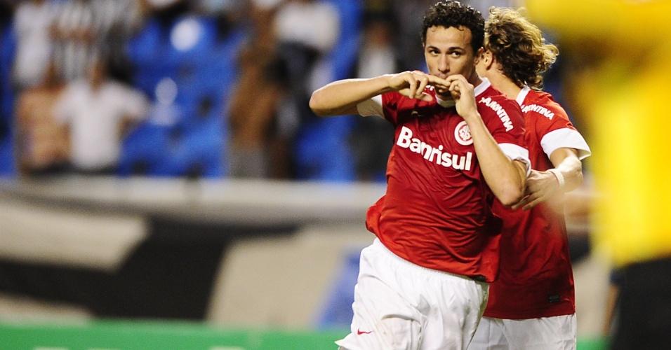 Leandro Damião comemora gol marcado contra o Botafogo, na 24ª rodada (13/09/12)