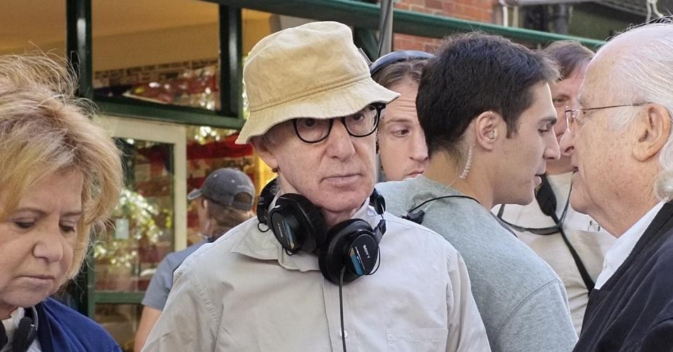 O diretor Woody Allen nos bastidores das filmagens do seu novo longa,