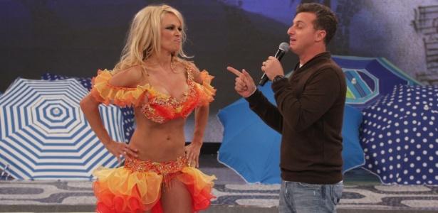 """Pamela Anderson participou do programa """"Caldeirão do Huck"""" nesta quinta (13/9/12)"""