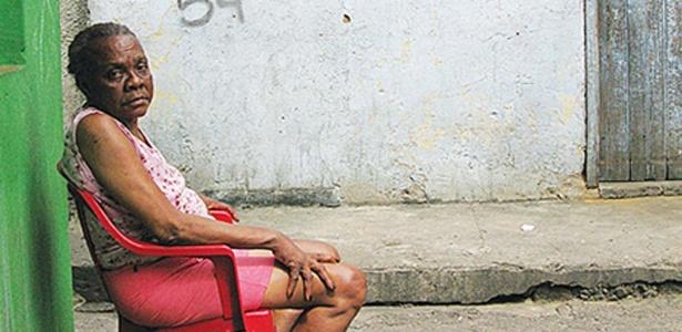 Retrato de mulher em favela do Rio de Janeiro  - Douglas Mayhew/BBC