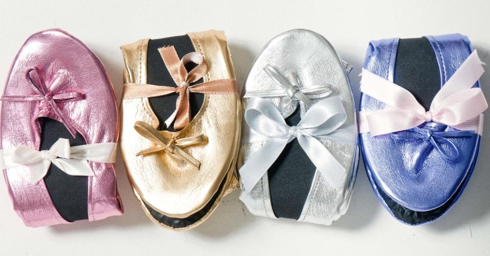 Sapatilhas dobráveis em couro sintético; da Gift Chic (www.giftchic.com.br), a partir de 15 (o par). Disponibilidade e preço sujeitos a alterações. Pesquisa realizada em setembro de 2012