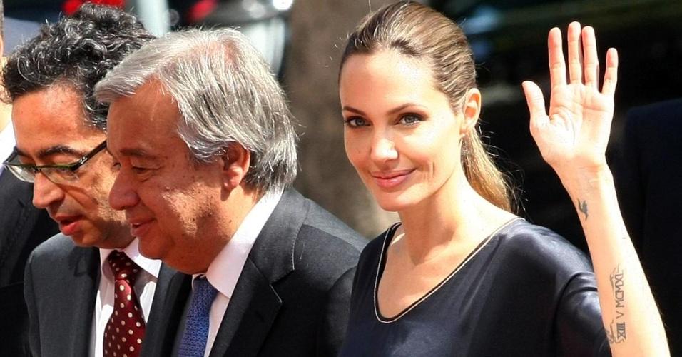 14.set.2012 - A atriz norte-americana Angelina Jolie chega a Ancara, na Turquia, para se encontrar com o primeiro-ministro do país, um dia depois de visitar campos de refugiados sírios na fronteira turca