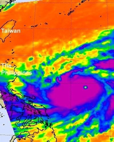 14.set.2012 - A imagem, divulgada pela Nasa (agência espacial americana), mostra uma imagem do tufão Sanba capturada pelo satélite Acqua