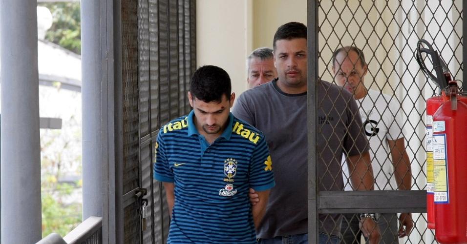 14.set.2012 - Maicon Ângelo Monteiro Carvalho, 27, primo do traficante Fernandinho Beira- Mar foi preso na noite de quinta-feira (13) sob suspeita de gerenciar o tráfico de drogas na favela Parque das Missões, em Duque de Caxias,  na Baixada Fluminense