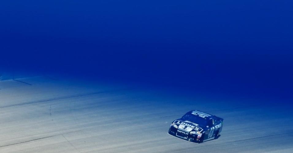 14.set.2012 - O piloto Jimmie Johnson participa de corrida da Nascar Sprint Cup, em Illinois, nos Estados Unidos