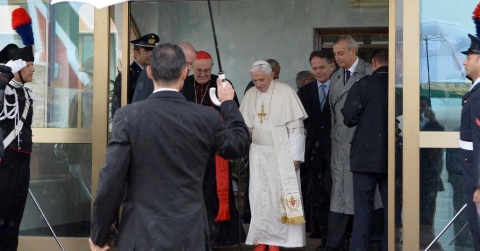 14.set.2012 - Papa Bento 16 chega ao Aeroporto Roma Ciampino nesta sexta-feira (14). Ele embarca para o Líbano para uma viagem de três dias