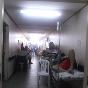 Corredores lotados no Hospital Monsenhor Walfredo Gurgel, em Natal